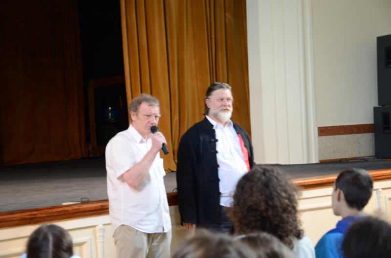 Zgodnie z wieloletnią tradycją przegląd teatralny prowadził Jan Chmiel  wiceprezes Stowarzyszenia BSA Teatr Grodzki. Pomagał mu w pełnieniu tej roli Piotr Kostuchowski
